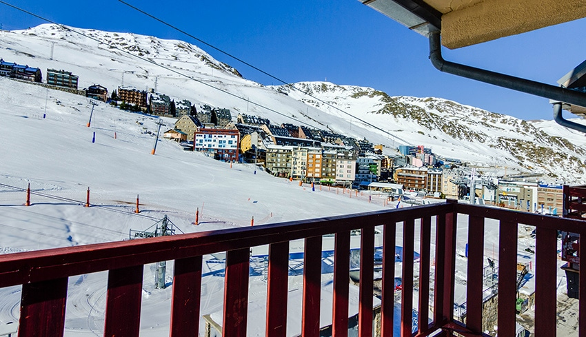 Your Frontera Blanca apartment in front of the chairlift